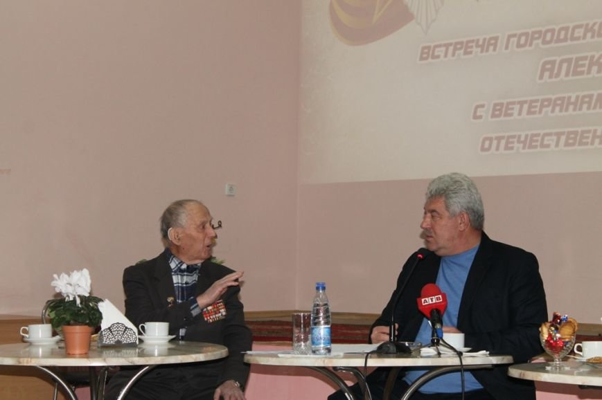 Артемовский городской голова пообещал ветеранам организовать досуг, оформить подписку и помочь материально, фото-1