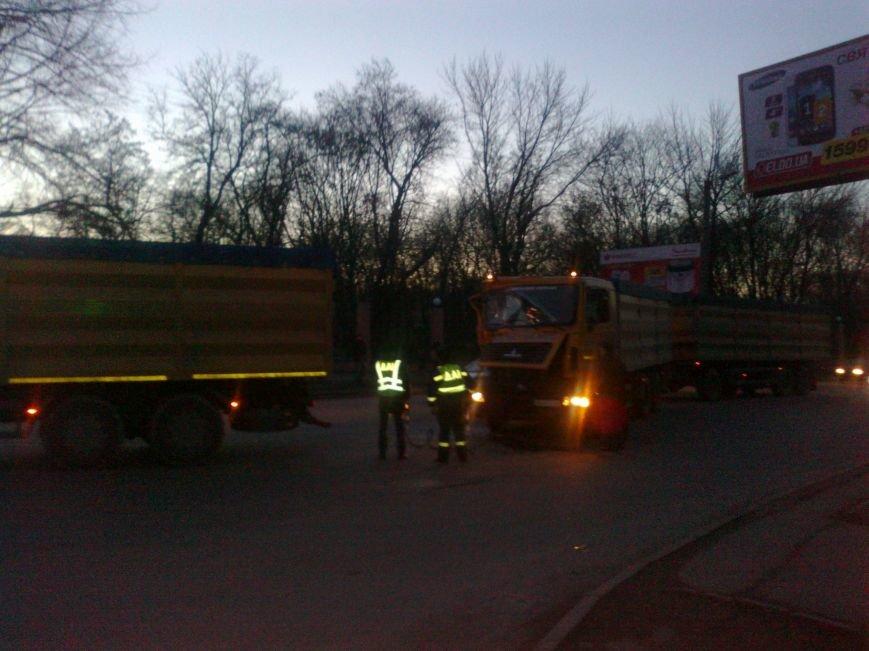 В Кировограде столкнулись два грузовика (фото) (фото) - фото 1