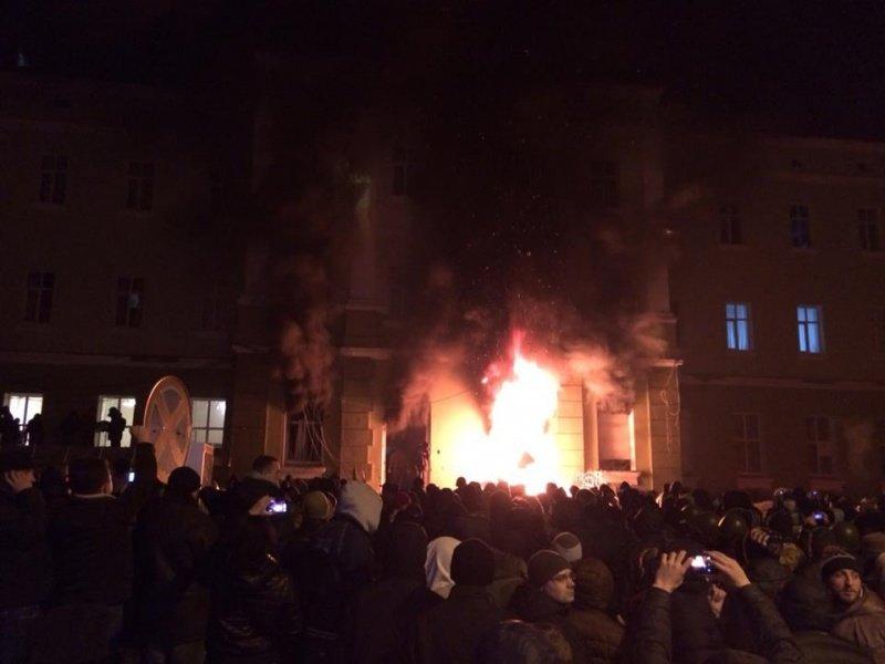Що зараз відбувається біля міського управління міліції у Тернополі? (оновлено, фото), фото-2