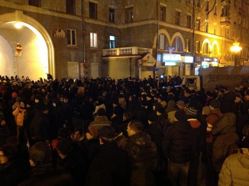 Що зараз відбувається біля міського управління міліції у Тернополі? (оновлено, фото), фото-1