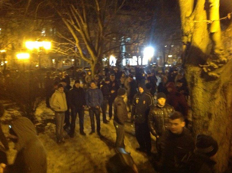 Що зараз відбувається біля міського управління міліції у Тернополі? (оновлено, фото), фото-3