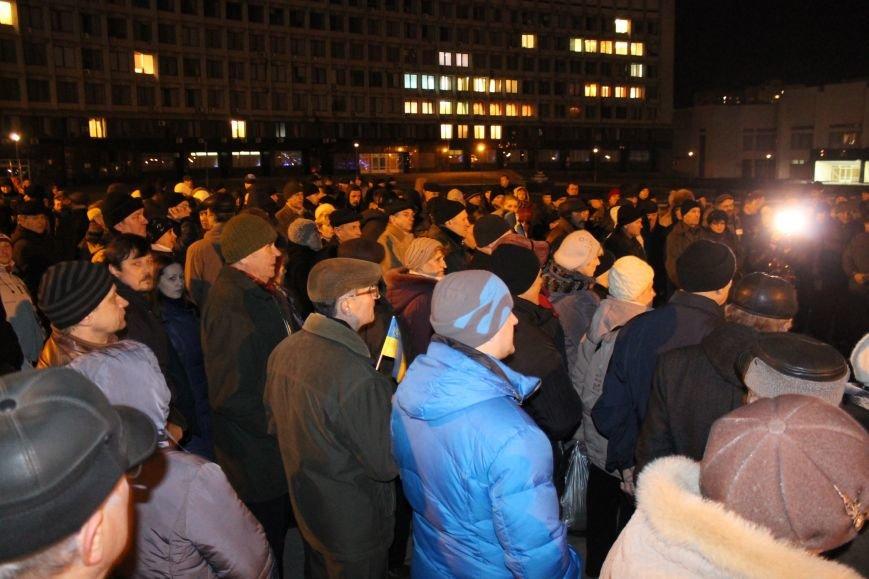 Из-за кровопролития в Киеве в Сумах полтысячи человек устроили марш по улицам города (ФОТО+ВИДЕО), фото-1