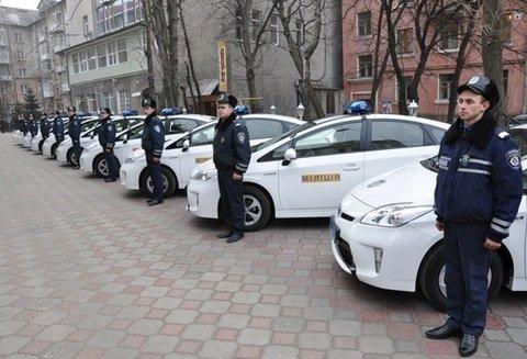 Тернополяни понищили нові службові міліцейські автомобілі (фото), фото-1