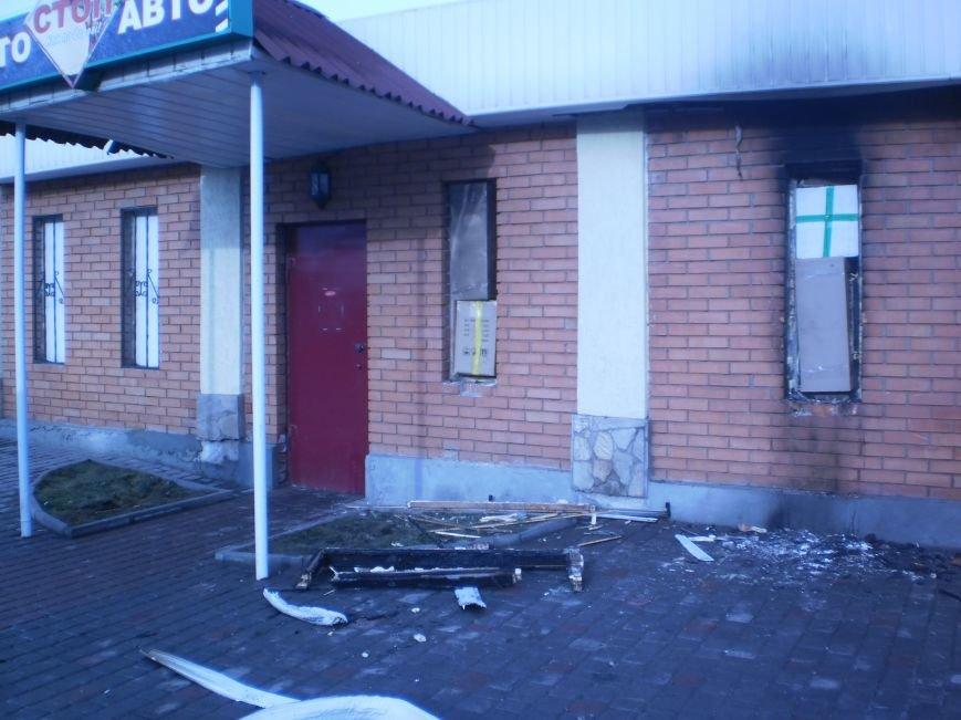 В Кривом Роге ночью подожгли автомагазин «Автостоп», фото-3