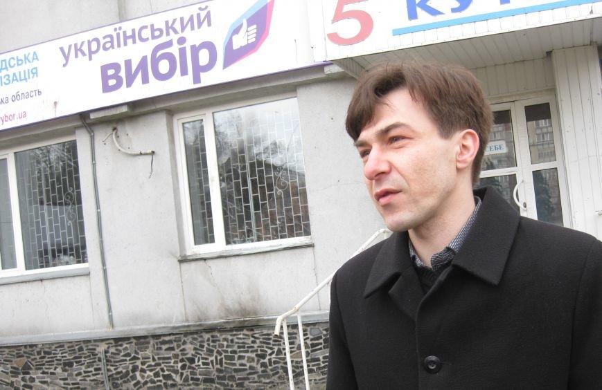 В черниговском офисе «Украинского выбора» неизвестные разбили окно, фото-1
