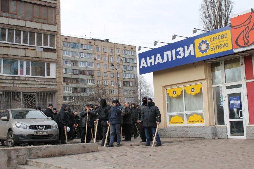 Депутат облсовета привел на митинг криворожского «Майдана» «патриотов», вооруженных палками (ФОТО), фото-5