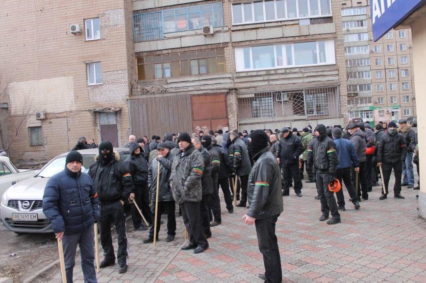 Депутат облсовета привел на митинг криворожского «Майдана» «патриотов», вооруженных палками (ФОТО), фото-2