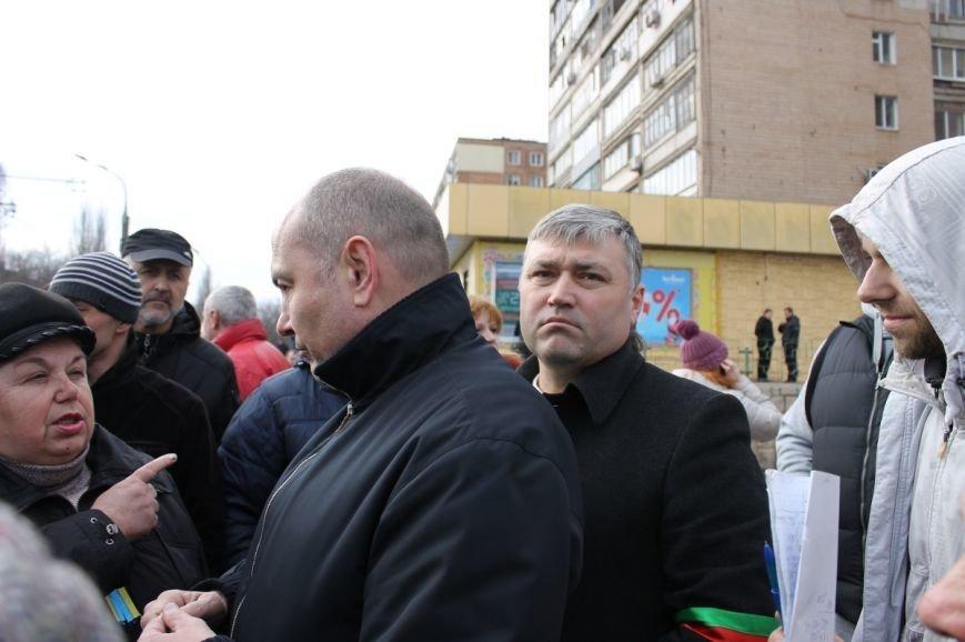 Депутат облсовета привел на митинг криворожского «Майдана» «патриотов», вооруженных палками (ФОТО), фото-7