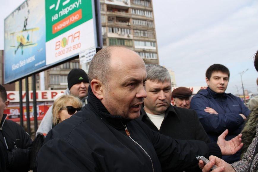 Депутат облсовета привел на митинг криворожского «Майдана» «патриотов», вооруженных палками (ФОТО), фото-3