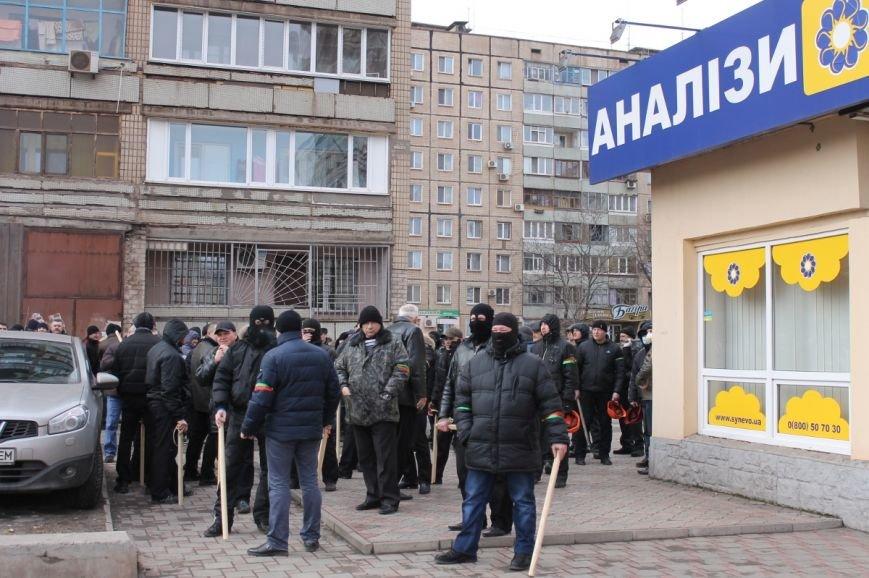 Депутат облсовета привел на митинг криворожского «Майдана» «патриотов», вооруженных палками (ФОТО), фото-4