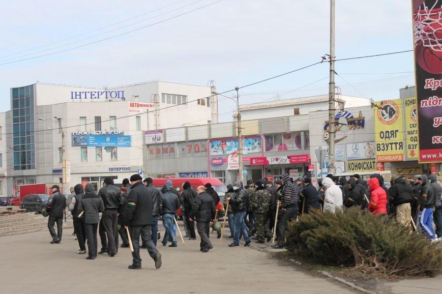 Депутат облсовета привел на митинг криворожского «Майдана» «патриотов», вооруженных палками (ФОТО), фото-8