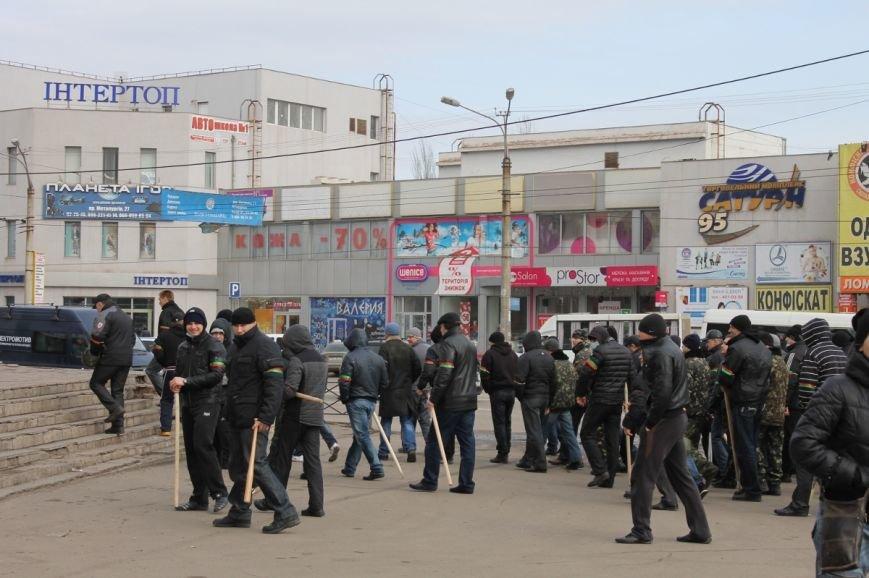Депутат облсовета привел на митинг криворожского «Майдана» «патриотов», вооруженных палками (ФОТО), фото-6