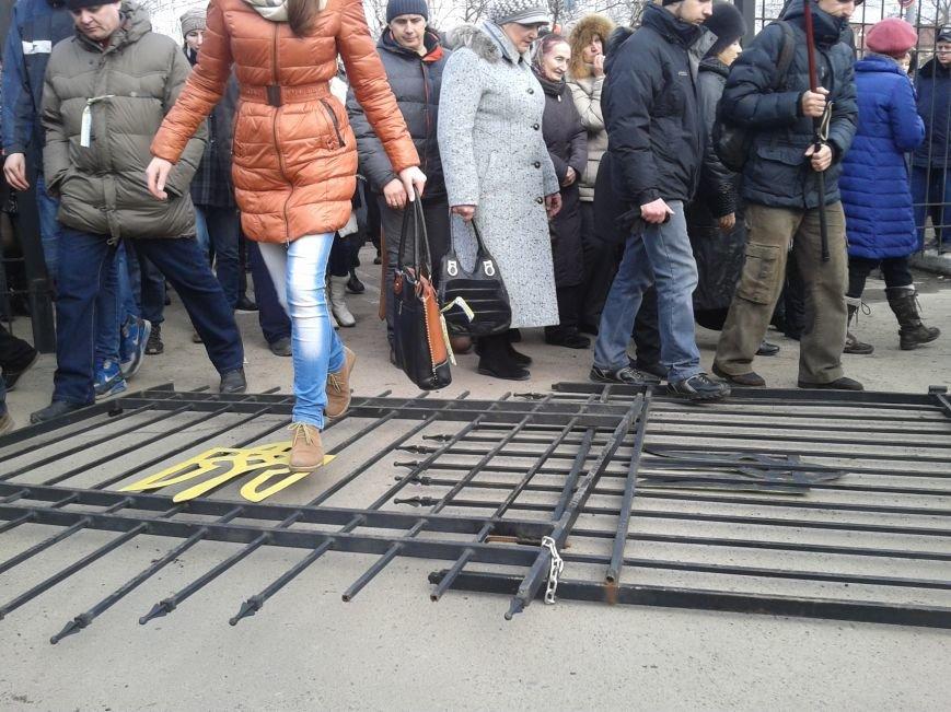 Активисты в Сумах сломали забор возле отделения милиции на Первомайской (ФОТО), фото-1