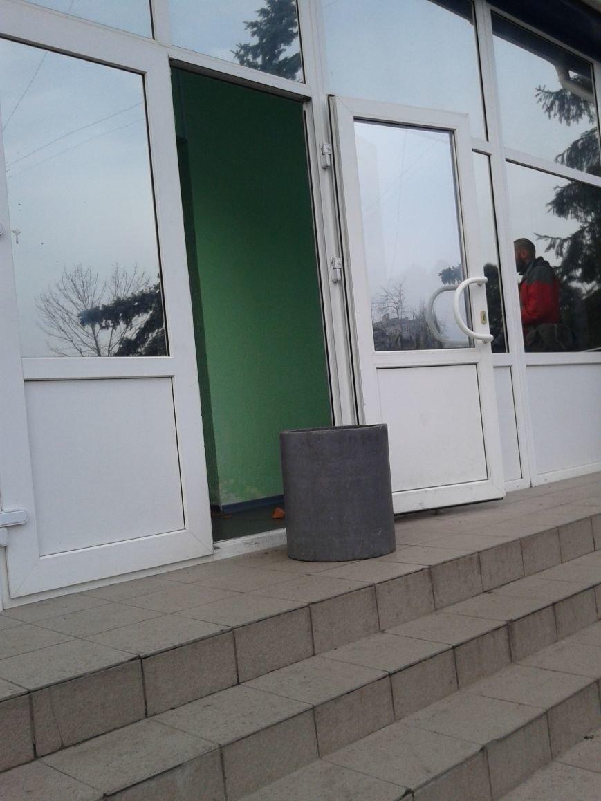 Активисты в Сумах сломали забор возле отделения милиции на Первомайской (ФОТО), фото-2