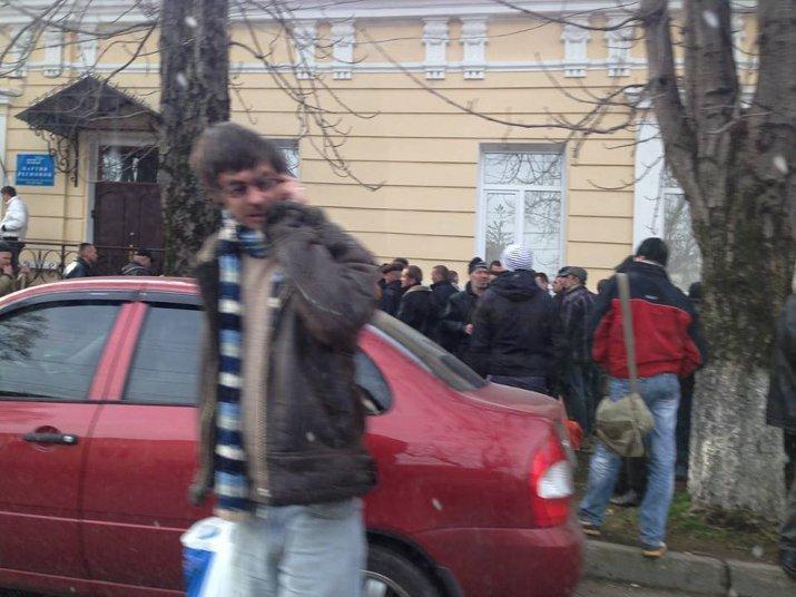 ФОТОФАКТ: Крымские регионалы собирают в Симферополе «массовку» для поездки в Киев?, фото-1