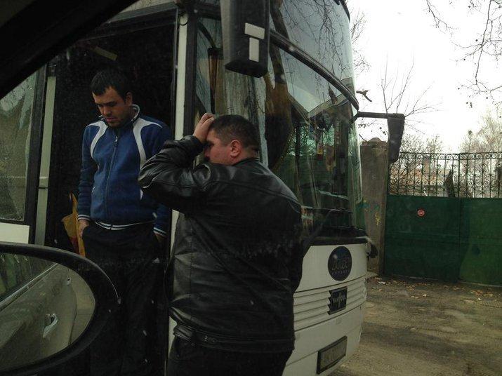 ФОТОФАКТ: Крымские регионалы собирают в Симферополе «массовку» для поездки в Киев?, фото-3