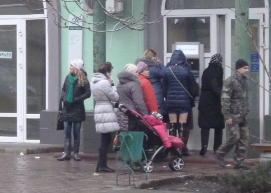 В Красноармейске выстроились очереди к банкоматам (ФОТО), фото-6