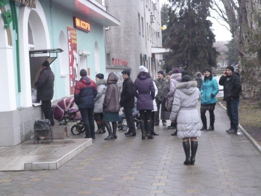 В Красноармейске выстроились очереди к банкоматам (ФОТО), фото-5