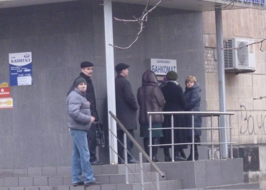 В Красноармейске выстроились очереди к банкоматам (ФОТО), фото-4