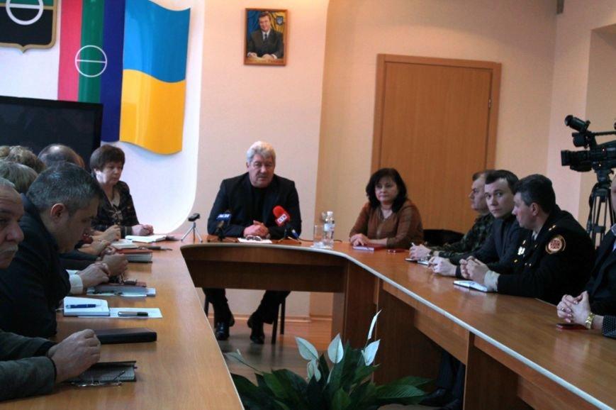 Официальное заявление: в связи с последними событиями в столице жителей Артемовска просят соблюдать спокойствие (ВИДЕО), фото-1