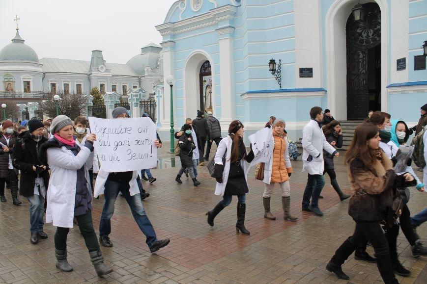 В Сумах студенты Медуниверситета пикетируют Первомайку (ФОТО), фото-5