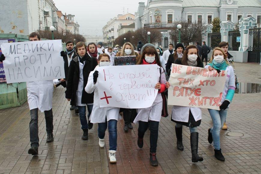 В Сумах студенты Медуниверситета пикетируют Первомайку (ФОТО), фото-2