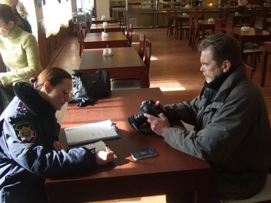 В Донецке напали на журналиста, который фотографировал облгосадминистрацию (ФОТО, ВИДЕО), фото-1