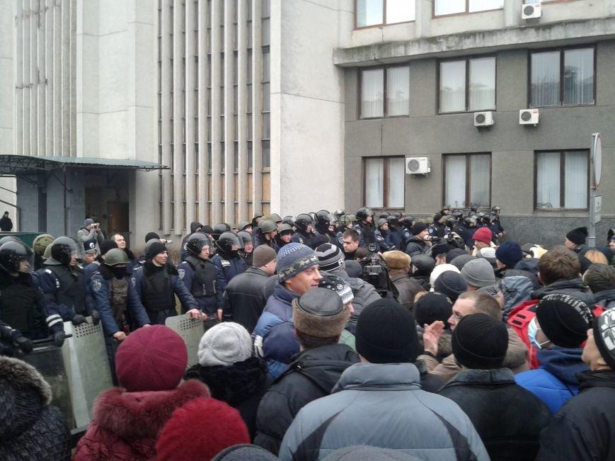 Сумчане возле ОГА просят милицию перейти к народу, а депутаты собирают подписи для созыва сессии облсовета (ФОТО), фото-2