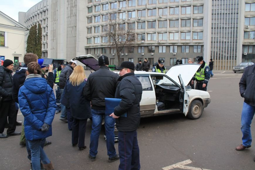 Активисты сумского майдана задержали наркомана, который ездил на авто по пл. Независимости (ФОТО + ВИДЕО), фото-13
