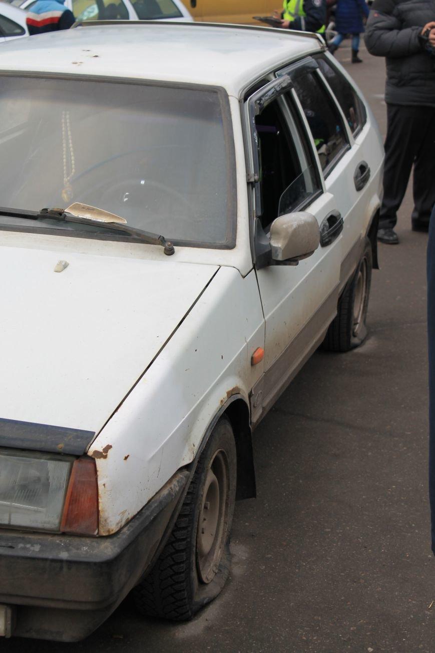 Активисты сумского майдана задержали наркомана, который ездил на авто по пл. Независимости (ФОТО + ВИДЕО), фото-5