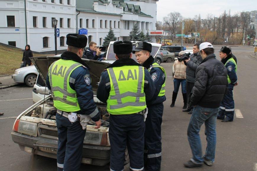 Активисты сумского майдана задержали наркомана, который ездил на авто по пл. Независимости (ФОТО + ВИДЕО), фото-14