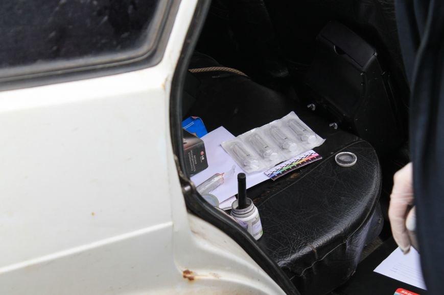 Активисты сумского майдана задержали наркомана, который ездил на авто по пл. Независимости (ФОТО + ВИДЕО), фото-9