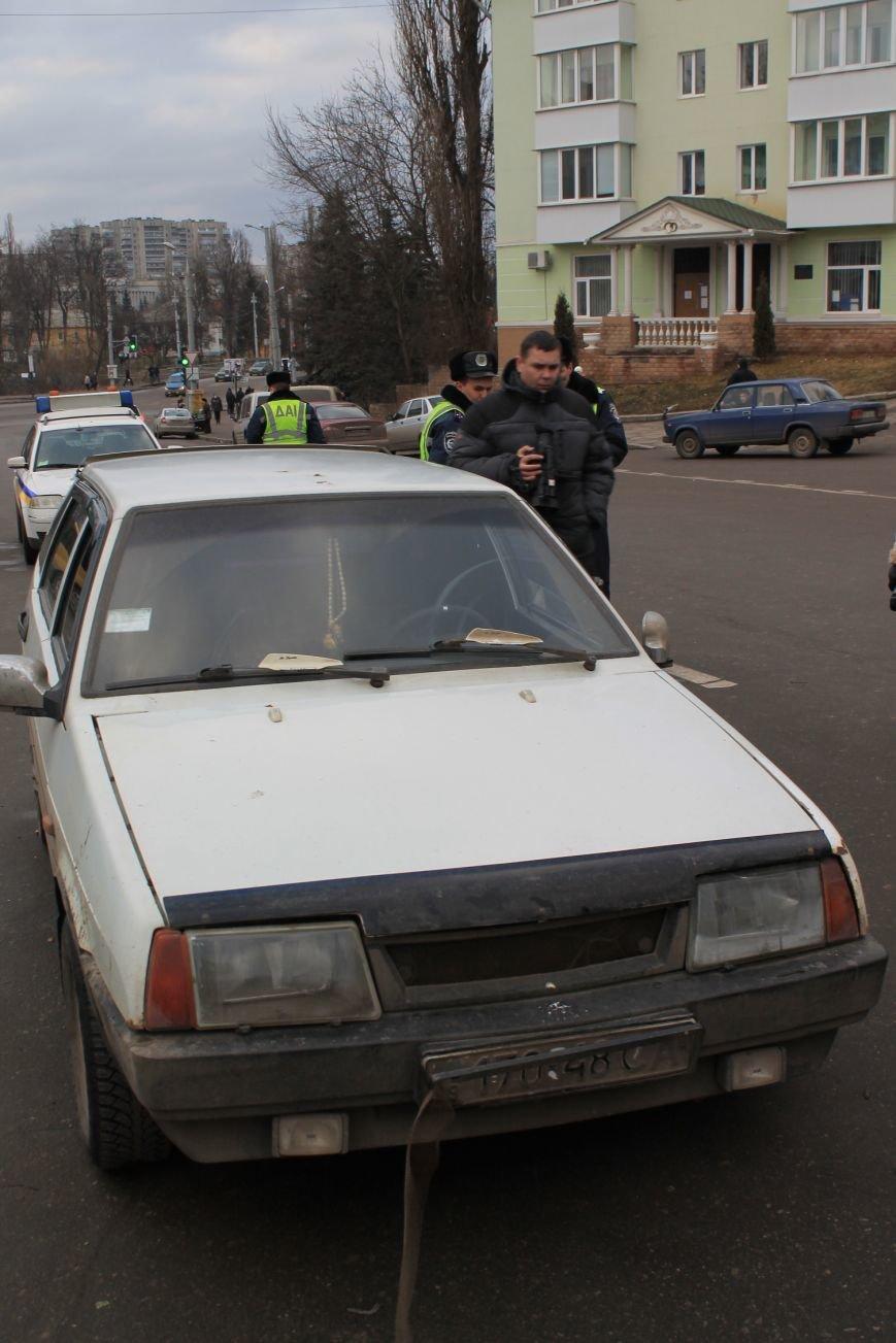 Активисты сумского майдана задержали наркомана, который ездил на авто по пл. Независимости (ФОТО + ВИДЕО), фото-4