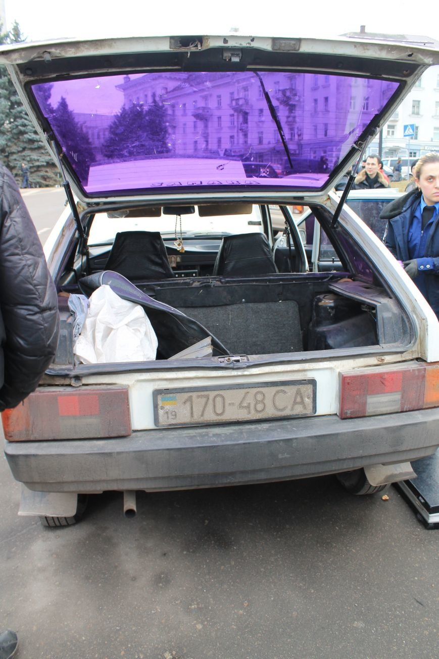 Активисты сумского майдана задержали наркомана, который ездил на авто по пл. Независимости (ФОТО + ВИДЕО), фото-15