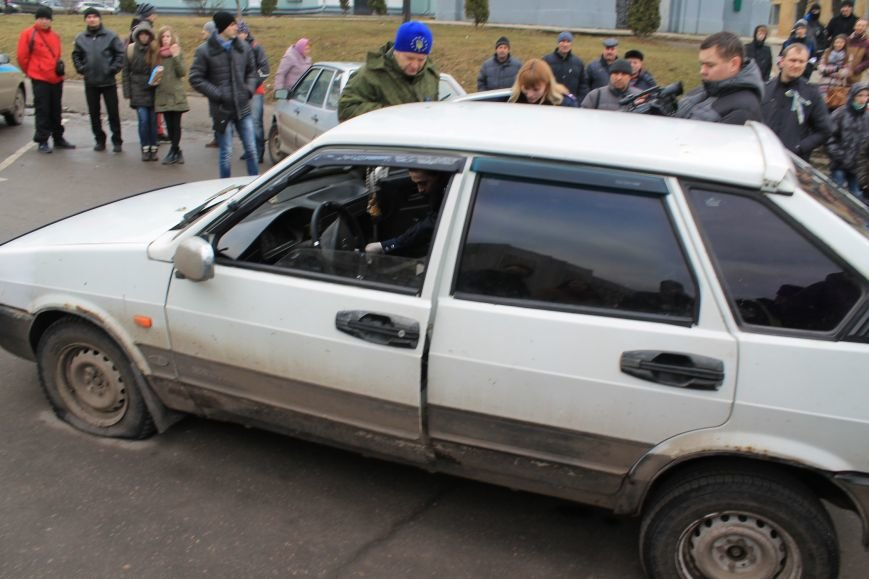 Активисты сумского майдана задержали наркомана, который ездил на авто по пл. Независимости (ФОТО + ВИДЕО), фото-6