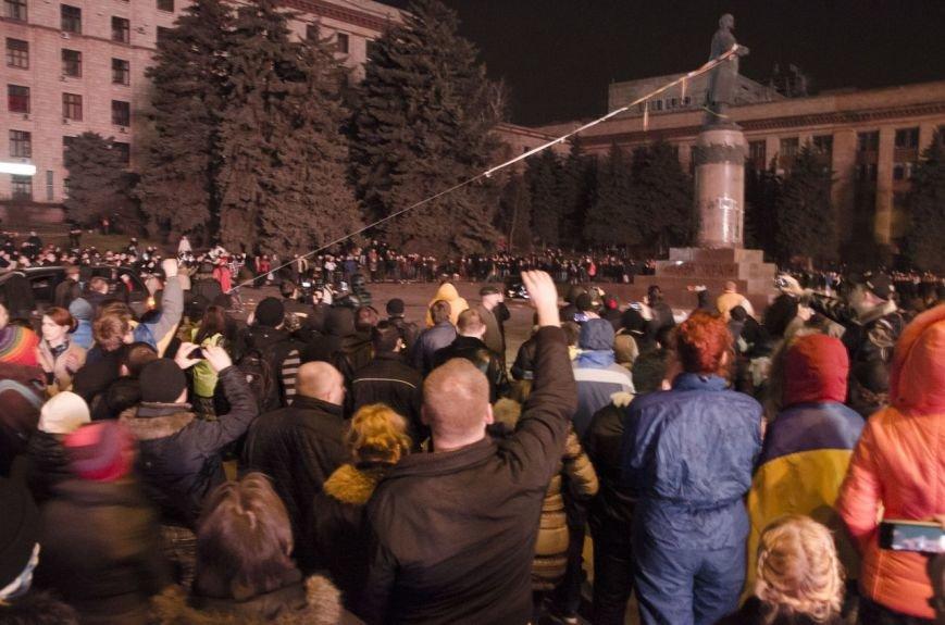 В Днепропетровске снесен памятник Ленину (ФОТО, ВИДЕО), фото-11