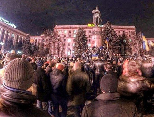 В Днепропетровске снесен памятник Ленину (ФОТО, ВИДЕО), фото-1
