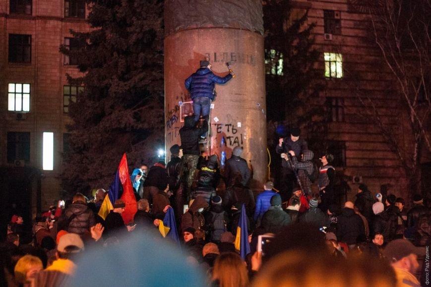 В Днепропетровске снесен памятник Ленину (ФОТО, ВИДЕО), фото-6