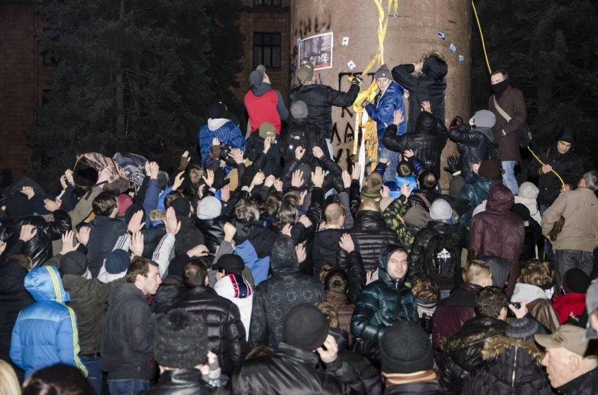 В Днепропетровске снесен памятник Ленину (ФОТО, ВИДЕО), фото-10