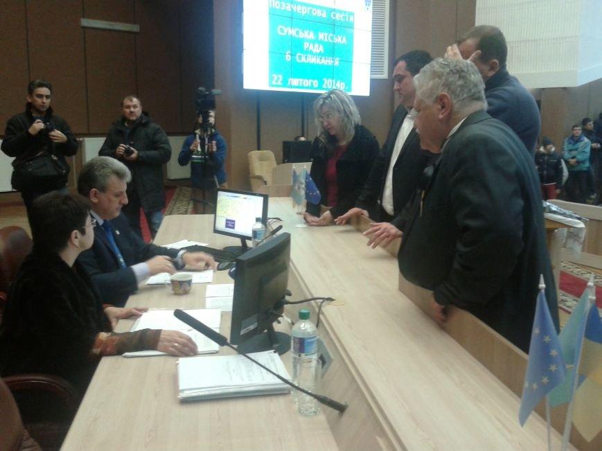 На заседании Сумского горсовета становится жарко: мэр курит прямо в зале (ФОТО), фото-2