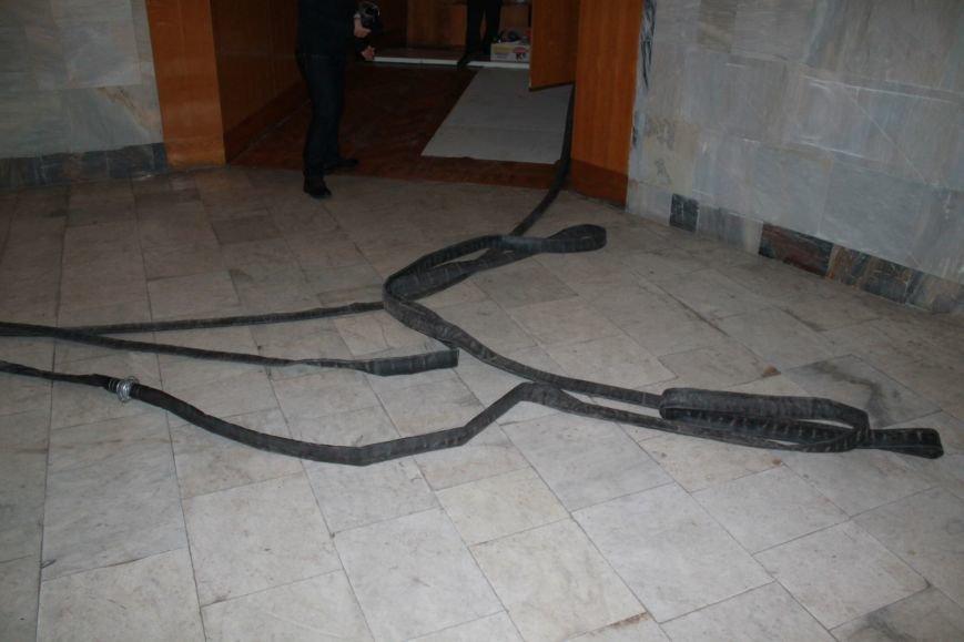 Фото забаррикадированного здания Сумского облсовета (ФОТО), фото-1