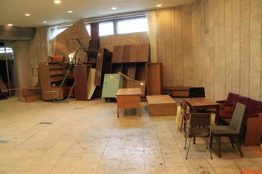 Фото забаррикадированного здания Сумского облсовета (ФОТО), фото-2