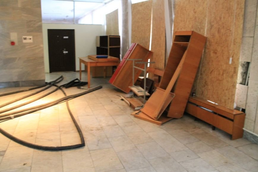 Фото забаррикадированного здания Сумского облсовета (ФОТО), фото-6