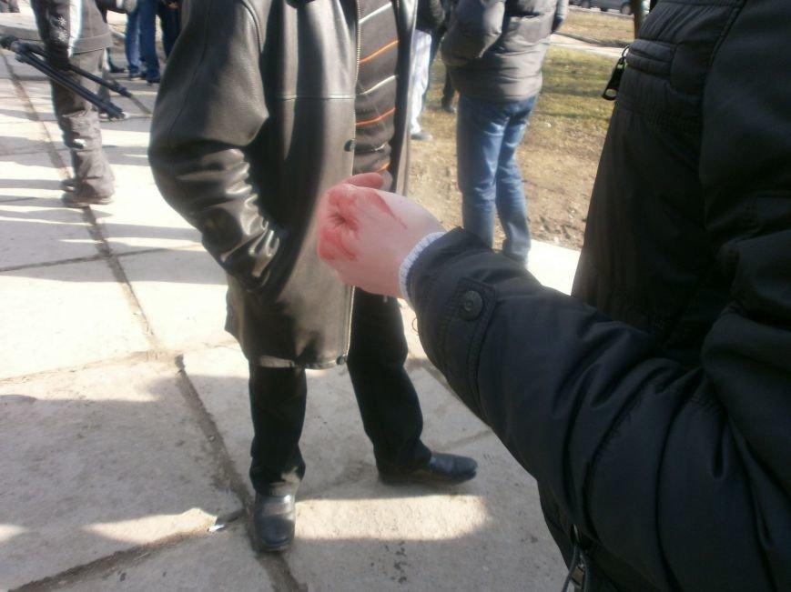 В Мариуполе титушки разбили нос журналисту (ФОТО), фото-3
