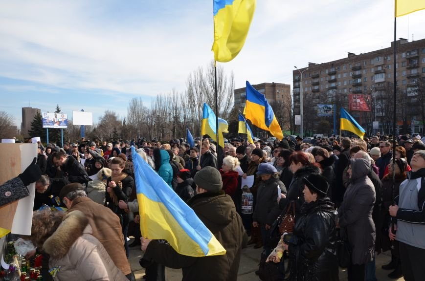 В Мариуполе на митинге памяти порвали портрет Януковича (ФОТОРЕПОРТАЖ), фото-2