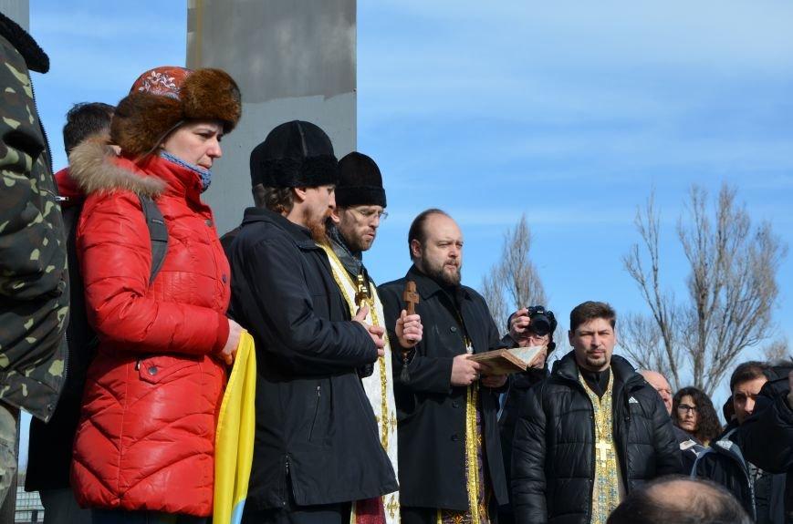 В Мариуполе на митинге памяти порвали портрет Януковича (ФОТОРЕПОРТАЖ), фото-1