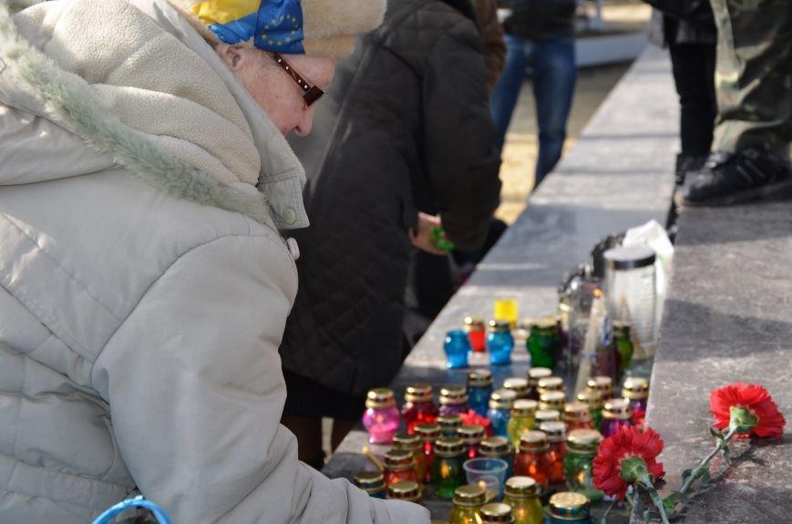 В Мариуполе на митинге памяти порвали портрет Януковича (ФОТОРЕПОРТАЖ), фото-12