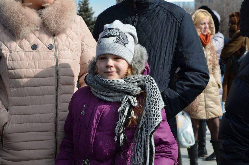 В Мариуполе на митинге памяти порвали портрет Януковича (ФОТОРЕПОРТАЖ), фото-26