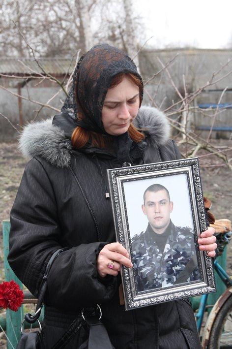 В последний путь провели черниговского беркутовца, поибшего от пули снайпера в Киеве, фото-4