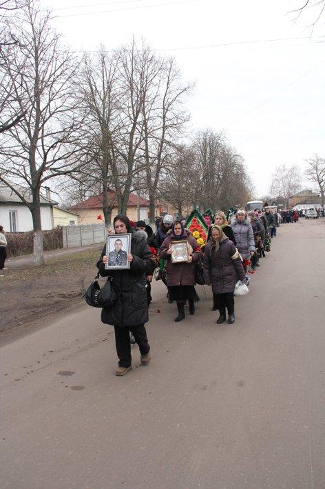 В последний путь провели черниговского беркутовца, поибшего от пули снайпера в Киеве, фото-3